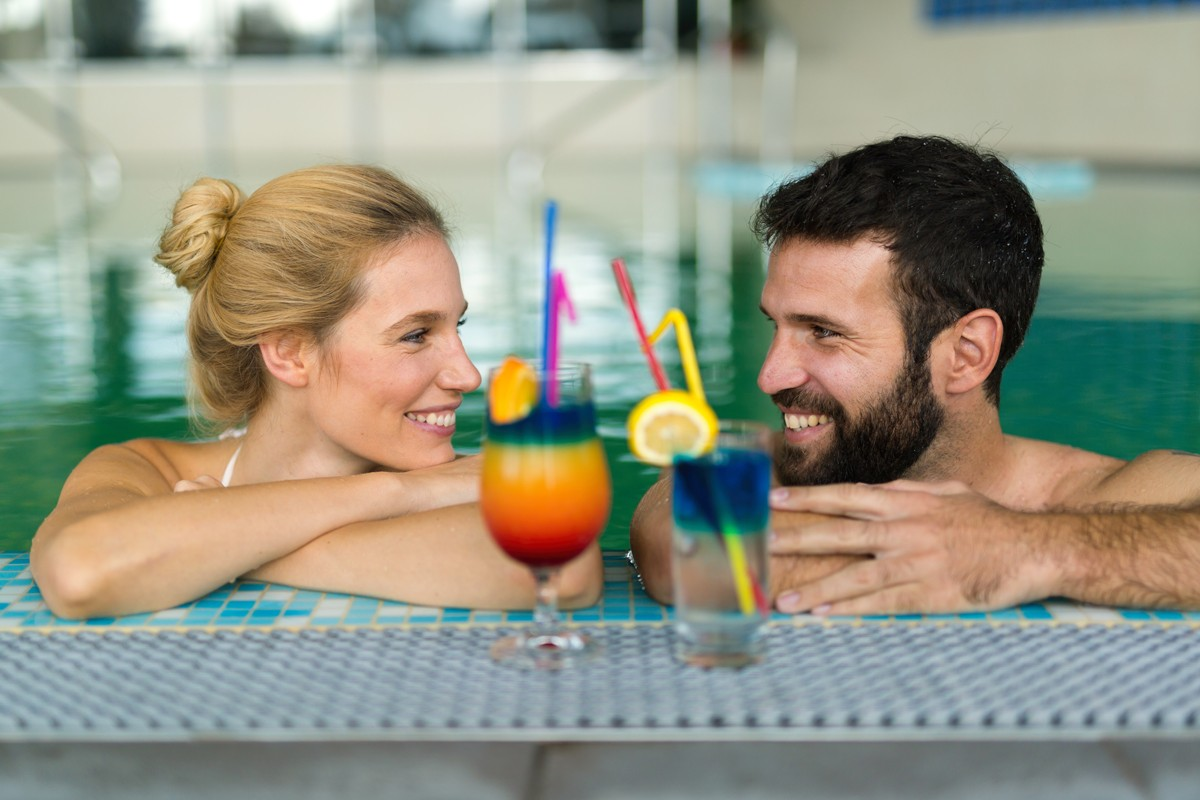 couple-relaxing-at-wellness-spa-resort-6EJB2CS
